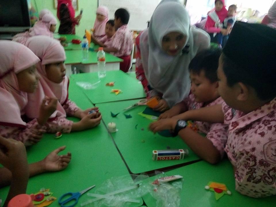 Suasana Teach Parenting di Kelas 2D