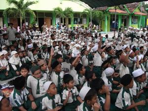 Siswa-siswi kelas 1-6 ikut memeriahkan MOPDB