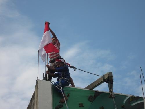 teatrikal pengambilan bendera