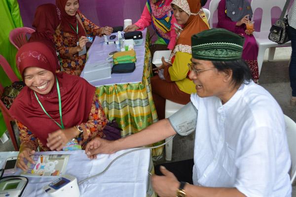 Pembina Yayasan Sabilillah Mencoba Check Darah Gratis
