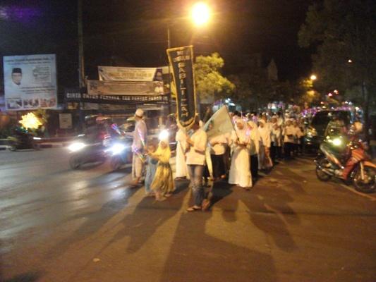 Pawai Patrol Dengan Iringan Gema Sholawat di Alun-alun