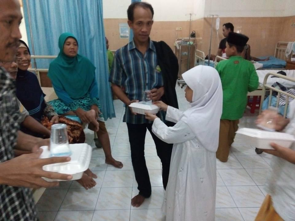 Berbagi Buka Puasa Gratis di Rumah Sakit