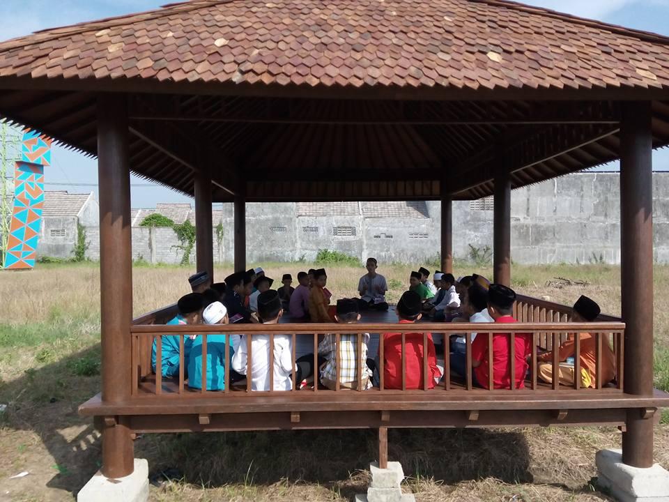 Penyampaian Materi Pondok Ramadhan di Taman Gazebo MIUS