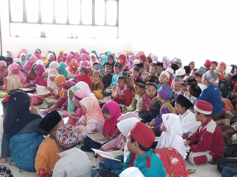 Penyampaian Materi Pondok Ramadhan di mushola