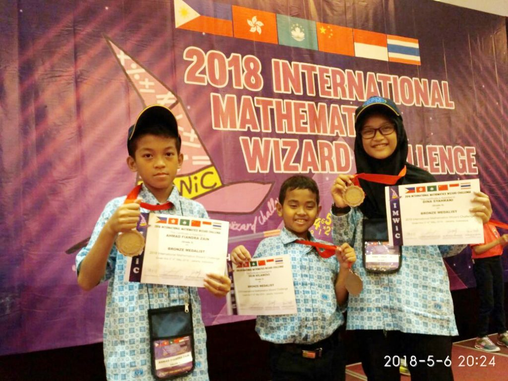 Luar Biasa! Siswa MIUS Borong Medali di Olimpiade Matematika Internasional